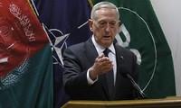 Bộ trưởng Quốc phòng Mỹ James Mattis tổ chức họp báo tại trụ sở của Resolute Support ở Kabul. Ảnh: AFP