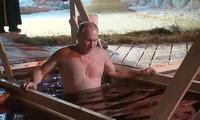 Tổng thống Putin ngâm nước lạnh âm độ C. Ảnh cắt từ video