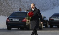 Tổng thống Putin đã cùng hàng chục nghìn người tham gia lễ kỉ niệm 75 năm trận Stalingrad kết thúc ngày 2/2. Đây được xem là cột mốc chói lọi trong công cuộc bảo vệ Tổ quốc của người Nga trong Thế chiến II.