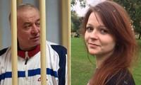 Cựu điệp viên Nga Skripal và con gái bị đầu độc nghi bằng chất độc thần kinh ở Anh.
