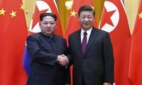 Chủ tịch Triều Tiên Kim Jong-un bí mật đến Bắc Kinh gặp Chủ tịch Trung Quốc Tập Cận Bình. Ảnh: Tân Hoa Xã