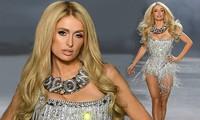 Paris Hilton diện bodysuit sexy tự tin sải bước trên sàn catwalk