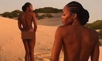 'Báo đen' Naomi Campbell khoả thân trên sa mạc ở tuổi 49