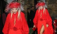 Diện váy xẻ tà cao vút, Rita Ora 'hớ hênh' nội y