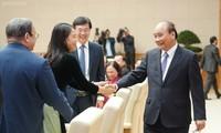 Thủ tướng và các đại biểu tại cuộc gặp. Ảnh: VGP/Quang Hiếu