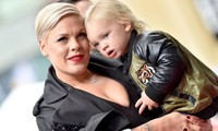 Pink và con trai mắc COVID-19: 'Bệnh này nghiêm trọng và có thật'