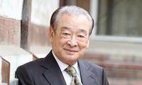 """""""Ông nội quốc dân"""" Lee Soon Jae đang vướng bê bối bóc lột quản lý cũ."""