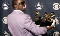 Kanye West đăng video tiểu tiện vào cúp vàng Grammy gây sốc