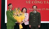 Đại tá Trần Minh Tiến (bìa trái) được bổ nhiệm giữ chức vụ Giám đốc Công an tỉnh Lâm Đồng. Ảnh: CAND