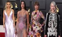 Thảm đỏ Grammy 2021: Người không nội y táo bạo, kẻ mặc váy xương người