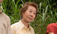 """Youn Yuh Jung thắng giải """"Nữ diễn viên phụ xuất sắc"""" tại BAFTA."""