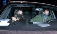 Ăn tối với trai trẻ chưa lâu, Angelina Jolie bị bắt gặp đi chơi với chồng cũ