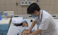 Bệnh nhân sốc nhiệt vẫn đang điều trị tại BV Bạch Mai