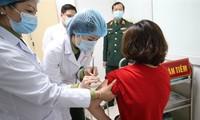 Địa phương tiêm chậm, Bộ Y tế sẽ điều chuyển vắc xin