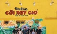 Câu chuyện lãng mạn phía sau hành động vẽ lên tường vàng của tiệm bánh Cối Xay Gió