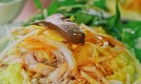"""Trưa nay """"măm"""" gì: Dạo quanh một vòng quán ăn của các """"bà"""" nổi tiếng tại Hà Nội"""
