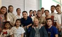 Nhiều nghệ sĩ Việt vào bệnh viện động viên tinh thần cho nữ diễn viên Mai Phương