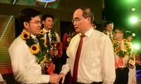 Trao Giải thưởng Quả cầu vàng cho 10 tài năng trẻ khoa học công nghệ