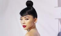 Tóc Tiên trang điểm sắc sảo, Hương Giang diện tóc ánh kim tại show diễn của Lý Quí Khánh