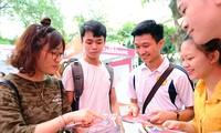 Sinh viên được phỏng vấn tuyển dụng trực tiếp tại Ngày hội việc làm