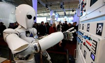 """Robot sẽ """"cướp"""" việc làm của 85 triệu người trong 5 năm tới"""