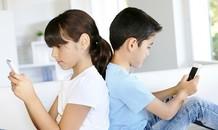 Trẻ nên dùng thiết bị điện tử bao nhiêu giờ mỗi ngày?