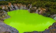 Khu vực địa nhiệt phát ánh sáng xanh neon