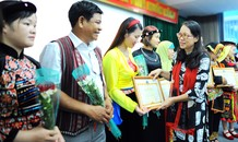 Ủy ban Dân tộc tặng kỷ niệm chương 63 giáo viên dân tộc thiểu số