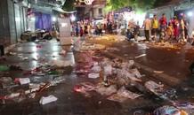 Phố Hàng Mã ngập trong 'biển rác' sau đêm Trung thu