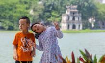 Thưởng lãm hồ Hoàn Kiếm diện mạo mới trong tiết trời thu Hà Nội