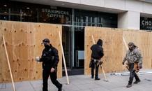Các cửa hàng ở Mỹ dựng hàng rào bảo vệ cửa kính trước giờ bầu cử