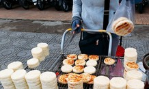 Thị trường ngày 20/11: Bánh sắn nướng hút khách, TV giảm giá sốc Black Friday