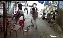 Chồng đâm 3 người thương vong để 'giải cứu' vợ