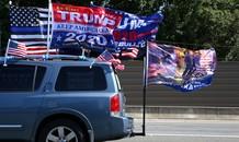 Đoàn xe 'Trump 2020' chặn xe ủng hộ ông Biden: Tổng thống bênh vực, FBI điều tra