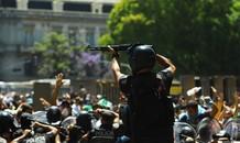 Người hâm mộ đụng độ cảnh sát tại tang lễ huyền thoại Maradona