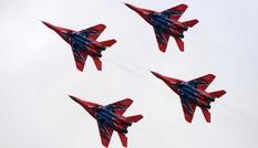 Dàn chiến đấu cơ Nga nhào lộn đỉnh cao trên không