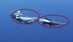 Khoảnh khắc chiến đấu cơ Su-27 Nga ép tiêm kích Mỹ đổi hướng