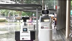 Cận cảnh robot tuần tra nhận diện khuôn mặt tại ga tàu điện ngầm