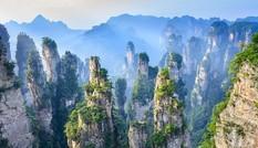 Ngắm nhìn 3.000 cột đá thạch anh khổng lồ tại Vũ Lăng Nguyên