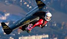 Bộ giáp giúp con người bay với tốc độ 400 km/h
