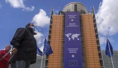Mỹ - Trung bận cãi nhau về COVID-19, châu Âu đứng ra gánh vác nhiệm vụ toàn cầu