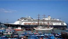 Tàu du lịch biển Volendam xông đất Nha Trang
