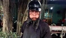 Xôn xao nhóm người bôi mặt đen, tay cầm đầu gà xin tiền ở Hà Nội