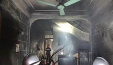 Cứu 6 người trong căn nhà cháy ngùn ngụt lúc nửa đêm tại Hà Nội