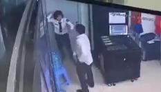 Nữ bảo vệ chung cư bị kẻ say rượu đấm tới tấp vào đầu, mặt