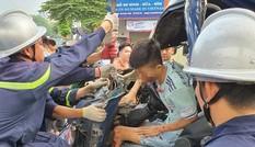 Giải cứu tài xế xe tải mắc kẹt trong cabin bẹp dúm