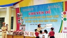 Cục CSGT tuyên truyền Luật giao thông tại xã đảo Việt Hải