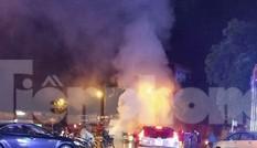 Xe ô tô bốc cháy dữ dội ở thành phố Lạng Sơn