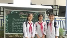 Tặng giấy khen cho 3 học sinh nhặt của rơi trả lại người đánh mất
