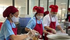 Sau bữa ăn có giòi, Hà Nội yêu cầu các trường học rà soát quy trình an toàn thực phẩm